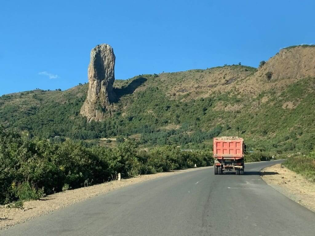 China investiert viel in afrikanischen Ländern - zum Beispiel in Äthiopien. Viele Straßen dort werden von chinesischen Firmen gebaut.