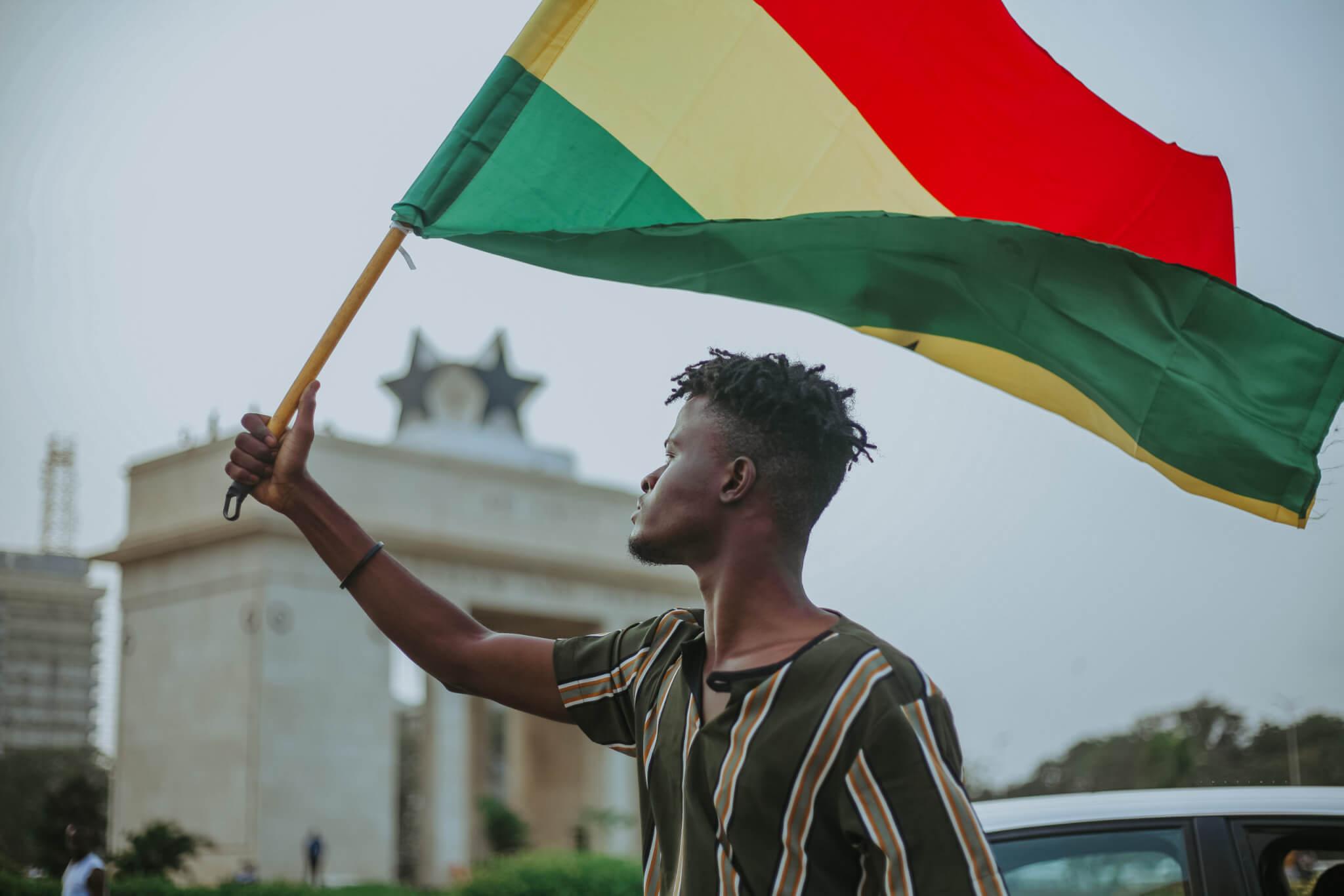 """Jung, digital, aufstrebend: Warum Ghana als wirtschaftliches """"Vorzeigeland"""" gilt"""